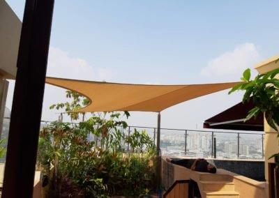 Royce Residence Soi roof top pool area